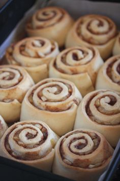 Apple Pie Cinnamon Rolls   The Hopeless Housewife