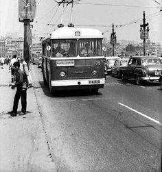 Galata Köprüsü üzerinde Leyland Troleybüs (1970ler)