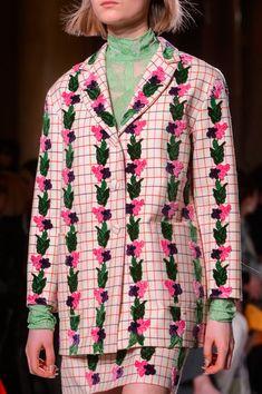 Vivetta at Milan Fashion Week Fall 2018 - Details Runway Photos Modern Fashion, Look Fashion, Fashion Details, New Fashion, Runway Fashion, High Fashion, Fashion Show, Womens Fashion, Fashion Design