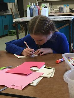 TCU students show support for troops overseas with handmade Valentine's Day cards