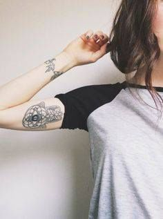 Arm and wrist tattoo - woman tattoo - girls tattoo - cute tattoo - tatouage bras pour femme