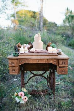love the concept with the old timely sewing machine as dessert table dessert tables, sewing tables, desks, vintage furniture, cake display, floral designs, vintage sewing machines, cake tables, old sewing machines