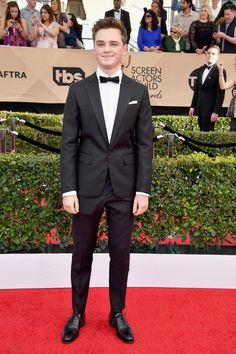 #DeanChapman wearing a @dsquared2 suit from the Fall Winter 2017 Collection at the Screen Actor Guild Award 2017 in Los Angeles #D2celebrities #dsquared2