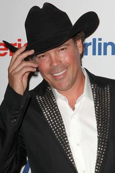 Clay Walker goes gaga over his wife on the red carpet