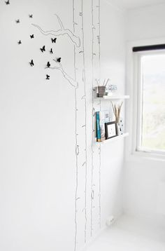 If it should be in pink, I'd put a tree :) Source: http://www.decoideas.net/habitacion-infantil-romantica/