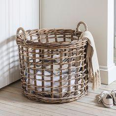 Open Weave Basket Baskets On Wall, Storage Baskets, Wicker Baskets, Willow Weaving, Basket Weaving, Weaving Loom Diy, Basket Crafts, Newspaper Basket, Cardboard Art