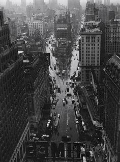Times Square in rain 1940 Photo: Lou Stoumen