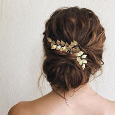 The detail on this golden gilded leaf detail hairpiece is absolutely stunning! Drop-Dead Gorgeous Wedding Hairstyles - updo wedding hair,bridal updo hairstyles ,wedding hairstyle , bridal hairstyle #updo #messyupdo #weddinghair #hairstyles PINTEREST: @eva_darling