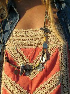 une blouse en jeans & un top en dentelles...c'est joli comme tout!