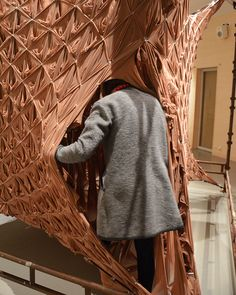 a slit-like opening at one corner of the volume allows visitors to enter inside the enclosed, elasticated space and feel the intimate sensation of walking through flesh.
