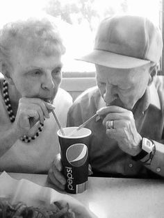 Photography people together old couples 35 Ideas for 2019 Vieux Couples, Old Couples, Cute Couples, Happy Couples, Grow Old With Me, Marry Your Best Friend, Mind Relaxation, Growing Old Together, Everlasting Love