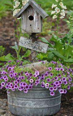 Lovely Birdhouse for the Garden!