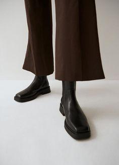 Jillian - Black Boots Woman | Vagabond Black Leather Chelsea Boots, Cow Leather, Black Boots, Black Cow, Cream Shoes, Easy Wear, New Shoes, How To Wear, Woman