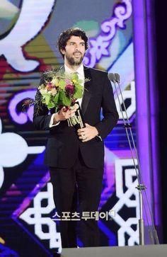 Engin Akyürek #tebriklerrrr #congratulations  #SeoulDramaAwards2015 #BestActor #karaparaaşk #blackmoneylove