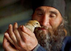 An Christian Orthodox monk with a bird! Religion, Bird People, Orthodox Christianity, Religious Images, We Are The World, St Francis, Orthodox Icons, Sacred Art, Nature Photos