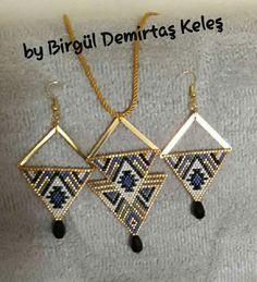 Bijoux Diy, Brick Stitch, Diy Projects To Try, Filofax, Bead Weaving, Beaded Jewelry, Arrow Necklace, Creations, Stud Earrings