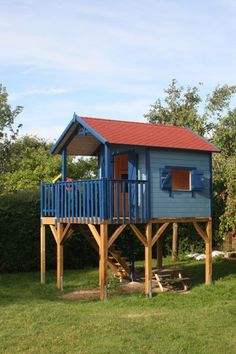 Kundenbilder und Kundenst - Haus How to Crafts Backyard Fort, Backyard Playhouse, Build A Playhouse, Small Backyard Pools, Backyard Playground, Backyard For Kids, House On Stilts, Tiny House Cabin, Bamboo House Design