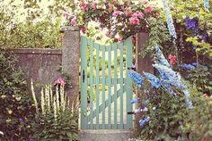 Curtir o ar livre na varanda ou no jardim é um convite que não dá para recusar, se tiver conforto e estilo fica melhor ainda. Para mim momen...
