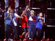Bruno Mars estrena en directo su tema 24K Magic en los EMA | El Puntero