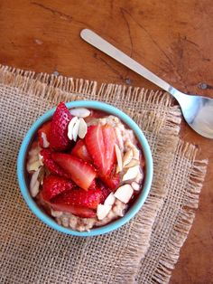 The Oatmeal Artist: Roasted Strawberry and Almond Butter Oatmeal + Get...
