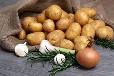 Valmista ihanan rapeita kierreperunoita - ohjeet videolta Pear, Potatoes, Fruit, Vegetables, Tuli, Food, Potato, Essen, Vegetable Recipes