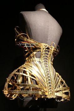 """Corset Modèle """"Dévoreuse"""" - Collection """"Confessions d'un enfant du siècle"""" 2013 -  Exposition Jean Paul Gaultier - Grand Palais - Paris"""