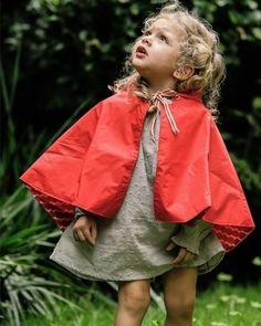Capa de chuva e bata, da It Babies. R$ 107 e R$ 70, respectivamente. A capa veste crianças de dois a cinco anos, já a blusa está disponível nos tamanhos de dois a quatro anos. As peças estão na feira Baby Bum (www.babybum.com.br), que acontece de 13 a 16 de maio de 2015, em São Paulo