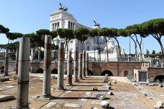 Foro di Traiano e sullo sfondo l'Altare della Patria - Roma