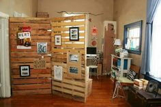 Using pallets to create a room divider