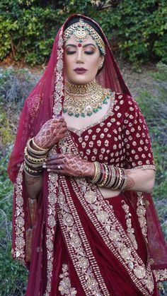 No less than a queen! Indian Attire, Indian Outfits, Indian Dresses, Sikh Wedding, Wedding Attire, Elegant Bride, Beautiful Bride, Bridal Outfits, Bridal Dresses
