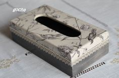 Las servilletas de mi alacena (pág. 202) | Aprender manualidades es facilisimo.com Tissue Box Holder, Tissue Box Covers, Tissue Boxes, Decoupage Box, Decoupage Vintage, Craft Projects, Projects To Try, Kleenex Box, Craft Bags