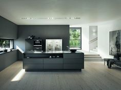 Awesome Moderne K chen in minimalistischem Design mit klaren Strukturen und puristischer Ausstattung Ob als Ausstellungsst ck oder integriert im Familienloft