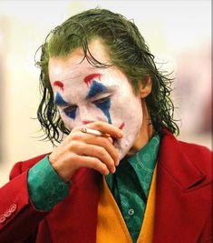 Joker is a movie starring Joaquin Phoenix, Robert De Niro, and Zazie Beetz. In Gotham City, mentally troubled comedian Arthur Fleck is disregarded and mistreated by society. Joker Comic, Le Joker Batman, Joker And Harley Quinn, Joaquin Phoenix, Photos Joker, Joker Images, Joker Full Movie, Joker Film, Joker Poster
