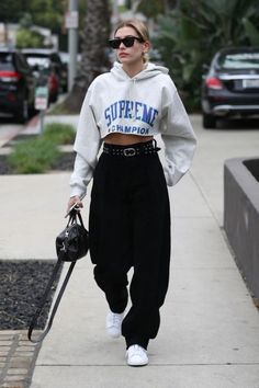 Hailey Baldwin Spotted Wearing Three Of Spring's Biggest Trends In One Look - Fashion Week Hailey Baldwin Model, Estilo Hailey Baldwin, Urban Apparel, Urban Outfits, Trendy Outfits, Fashion Outfits, Womens Fashion, Fashion Ideas, Fashion Trends