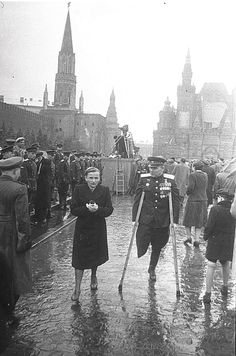 """Victory parade"" 24ijunja 1945. Moscow. The Soviet Union. Hero of the Soviet Union, major-general Gladkov with wife"