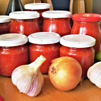 Recept : Paprikovo-cuketo-rajčatová pasta | ReceptyOnLine.cz - kuchařka, recepty a inspirace Onion, Food And Drink, Pasta, Tofu, Vegetables, Cooking, Zucchini, Red Peppers, Kitchen