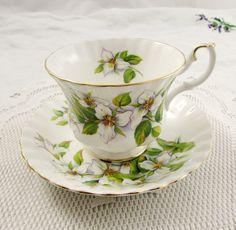 Royal Albert White Trillium tè tazza e piattino Vintage Bone