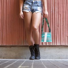 How to make your own stylish, creavtive duct tape purse using your favorite Duck® brand prints and colors. http://duckbrand.com/craft-decor/activities/purse?utm_campaign=dt-crafts&utm_medium=social&utm_source=pinterest.com&utm_content=duct-tape-crafts-purses