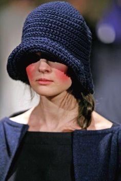 Daniela Gregis - very cute inspiration Love Crochet, Beautiful Crochet, Knit Crochet, Sewing Clothes, Custom Clothes, Diy Clothes, Crochet Beanie, Knitted Hats, Crochet Hats