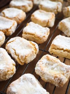 A classic Italian cookie recipe by Silvia Colloca. These almond biscuits have an addictive chewy/crumbly texture that you will love! Italian Almond Biscuits, Italian Almond Cookies, Italian Pastries, Italian Desserts, Italian Cookie Recipes, Gluten Free Baking, Gluten Free Desserts, Gluten Free Pastry, Gluten Free Biscuits