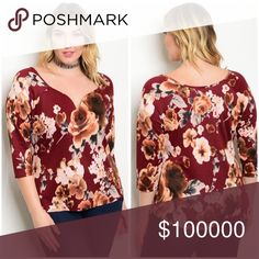 Plus size 3/4 sleeve floral top! 3 LEFT Stunning shape in floral burgundy with 3 qtr sleeves and a sweetheart neckline! Tops