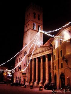 Assisi, Piazza Commune via Cobalt Violet