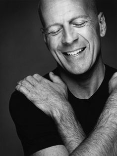 Bruce Willis not only the sexiest man alive but his personality makes him even more handsome . love you Bruce Bruce Willis, Celebrity Portraits, Celebrity Photos, Celebrity Smiles, Celebrity Crush, Celebrity Photographers, Celebrity Faces, Beautiful Men, Beautiful People