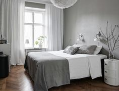 Love this gorgeous grey and white bedroom by 👌🏻Vita Eos light shade available online ✨ . Grey Bedroom Decor, Gravity Home, Interior, Home Bedroom, Home Decor, Bedroom Inspirations, Grey And White Room, Living Decor, Minimalist Home
