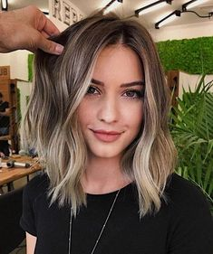 2019 Schönheit kurze blonde Perücke - Perruque blonde courte beauté 2019 - And Beauty Medium Hair Styles, Curly Hair Styles, Stylish Short Hair, Trendy Hair, Trendy Style, Hair Color Balayage, Brunette Balayage Hair Short, Medium Balayage Hair, Long Bob Balayage