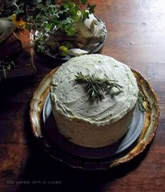 Rosemary Citrus Cake with Mascarpone-Honey Frosting - Une Gamine dans la Cuisine Baking Recipes, Cake Recipes, Dessert Recipes, Pavlova, Cheesecakes, Just Desserts, Delicious Desserts, Quiche, Brownies