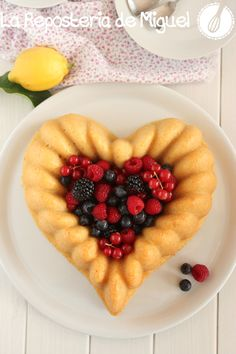 Corazón Bundt Cake de Limón y Frutos del Bosque | La Repostería de Miguel