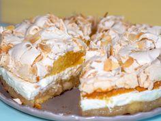 Apple pie with meringue recipe- Apfeltorte mit Baiser Rezept Apple pie with meringue recipe - Purple Velvet Cakes, Watergate Cake, Types Of Cakes, Keto, Food Cakes, Easter Recipes, Cheesecake Recipes, Quick Easy Meals, Apple Pie