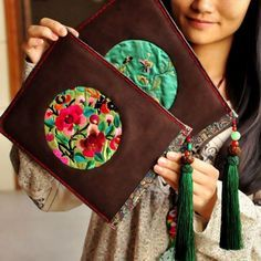 Clutch Çanta Modelleri - Arm Tutorial and Ideas My Bags, Purses And Bags, Bag Sewing, Diy Pochette, Embroidery Bags, Boho Bags, Craft Bags, Handmade Bags, Fabric Crafts