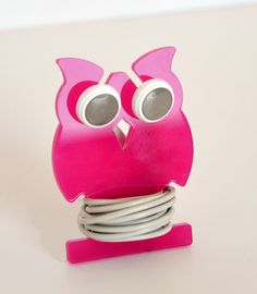 What a creative idea! Owl shaped #acrylic that holds your headphones!  Guffietto! The earphones holder by microstudio. Buy it on http://www.microstudiodesign.it/shop